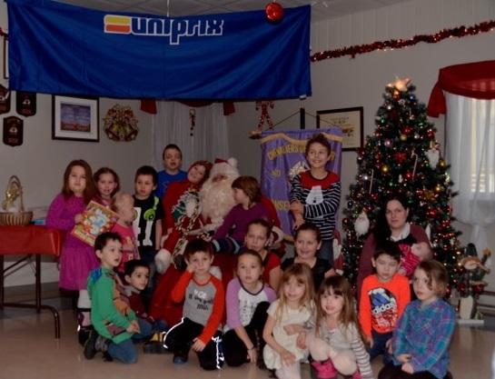 Le Père Noël rencontre les enfants