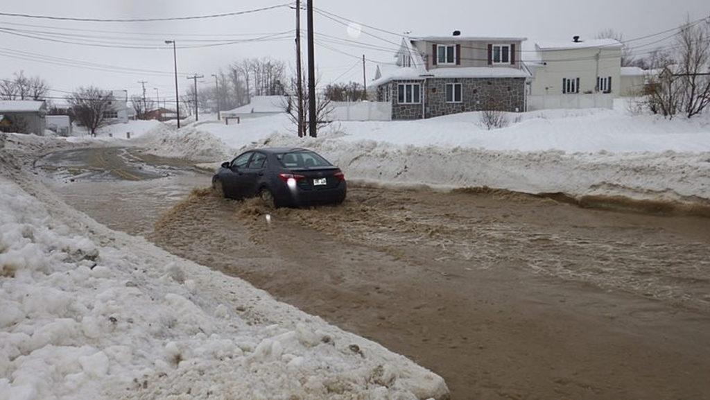 Glace et inondations: le directeur général reprend la charge des travaux publics à Percé