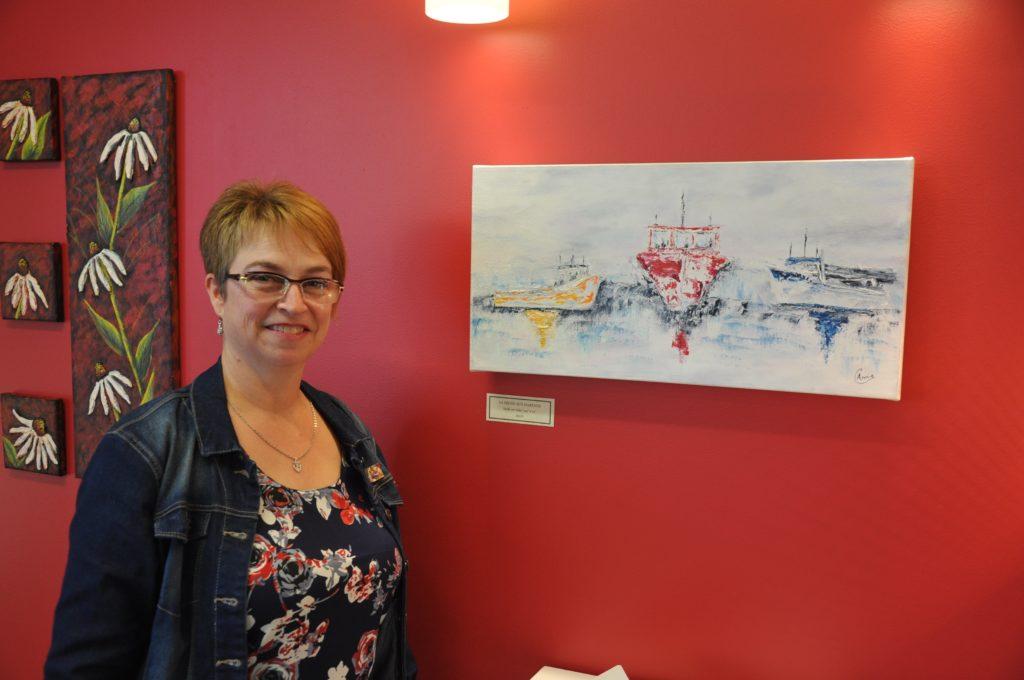 Annie Chapados expose ses toiles au Café Culture à Paspébiac